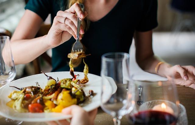 Czego nie zamawiać na randce w restauracji?